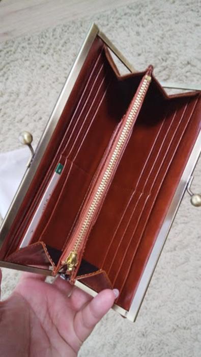 茶色のがま口財布
